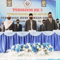 51 MAHASISWA MENGIKUTI YUDISIUM KE 7 STAI HASAN JUFRI BAWEAN